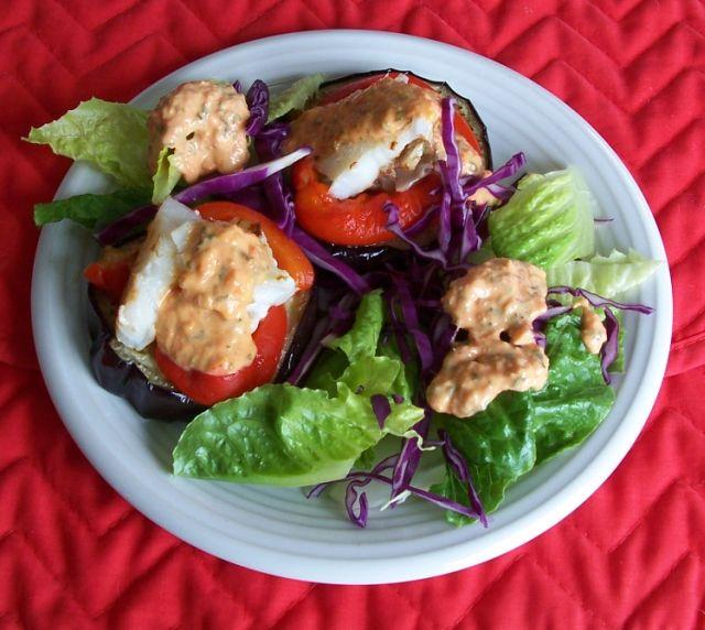 世界在我們的餐桌上 61-1也可以作成茄片魚堡和紅甜椒蛋黃醬生菜