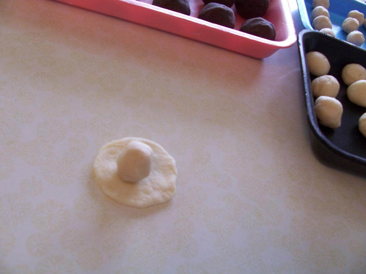 民俗節餐點 67-5以生麵外皮麵糰包住油酥心小球