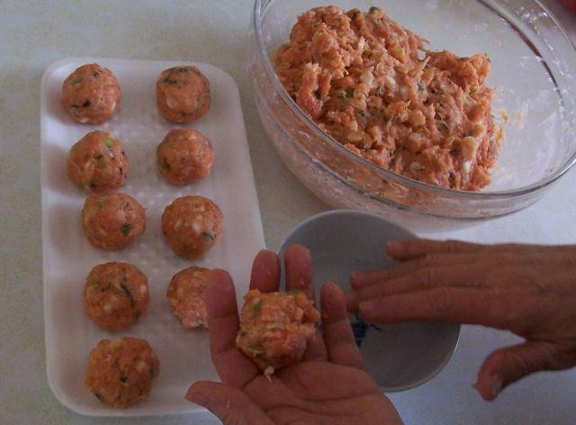 美味餐點小吃 020甩捏鮭魚肉