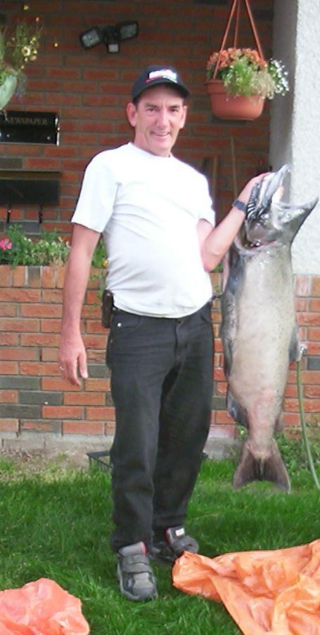 老好人與他釣到的大鮭魚
